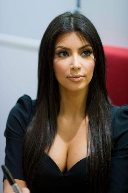 kim kardashian pamer belahan payudara montok tetek gede susu besar ...