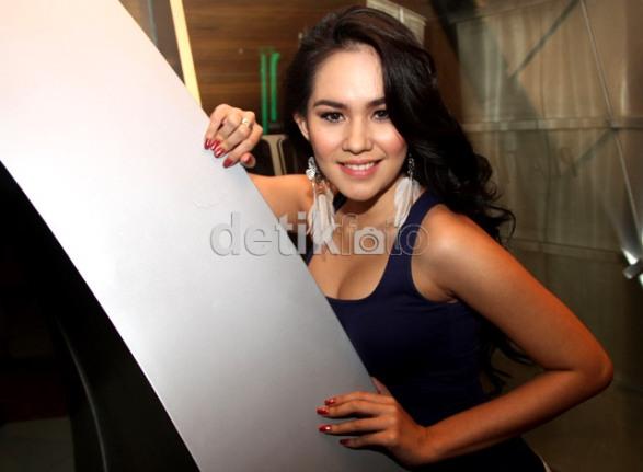 Foto seksi sexy Kartika Putri tetek montok 1