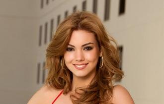Miss Ecuador Carolina Andrea Aguirre Perez pakai kebaya di miss universe 2012 bikini