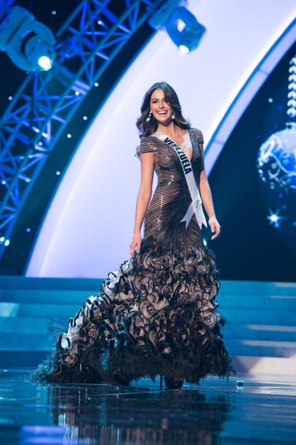 miss venezuela night dress