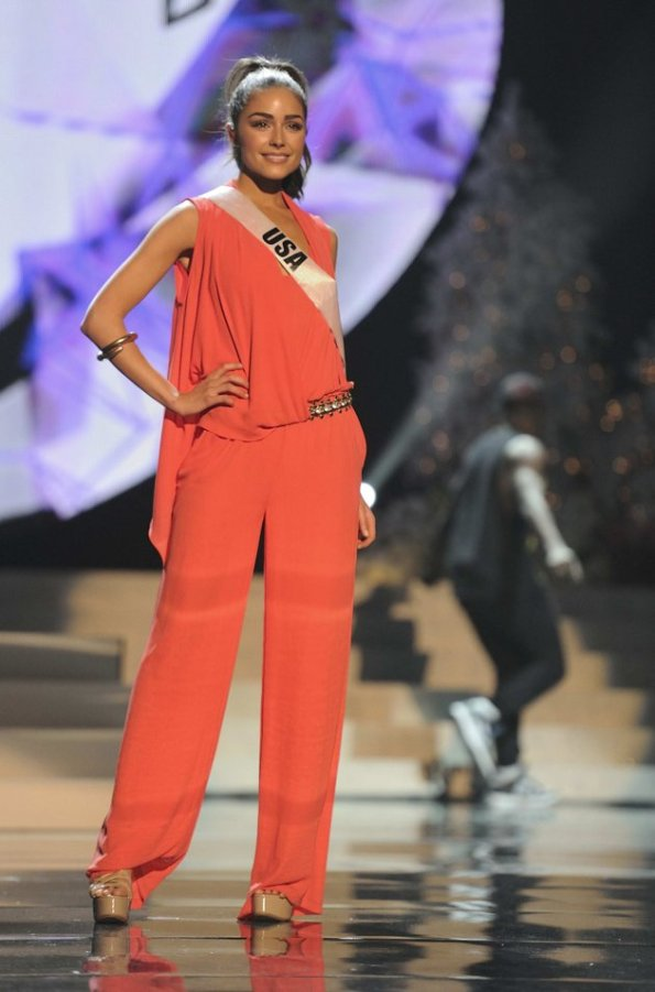 Olivia Culpo berlatih dalam gladi resik malam final Miss Universe 2012